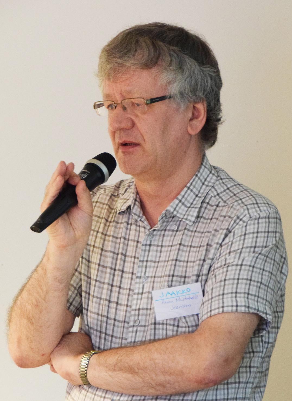 Sukuseuran puheenjohtaja Hannu Mustakallio lausui avaussanat ja heti sen jälkeen piti esitelmän, jonka hän oli otsikoinut